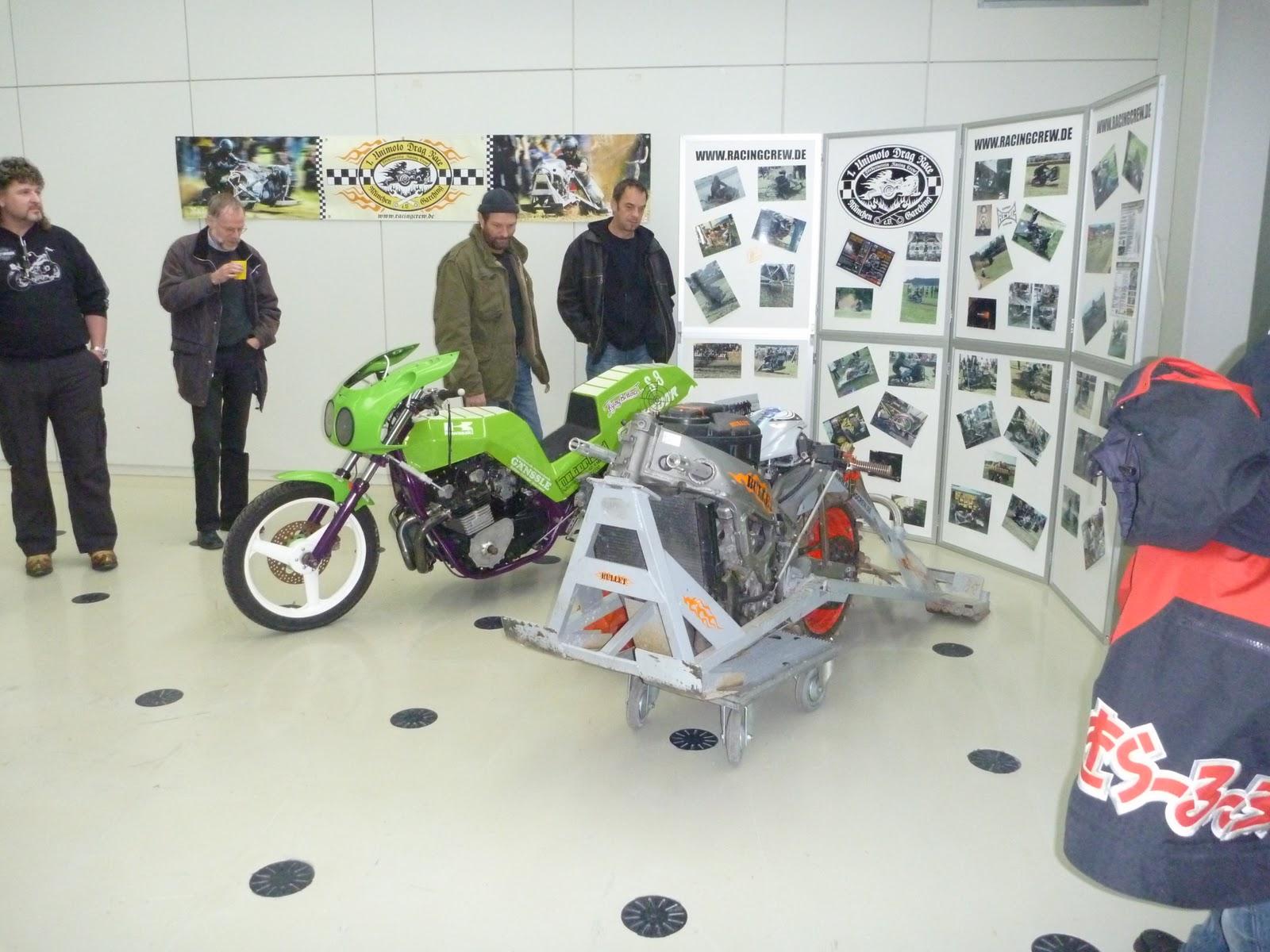 racing crew auf dem 19 m nchner motorrad teile markt. Black Bedroom Furniture Sets. Home Design Ideas