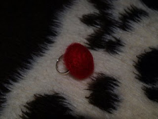anillo crochet rojo