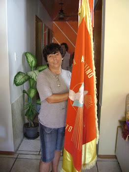 Minha eterna amiga Marinice Pereira com a bandeira do divino