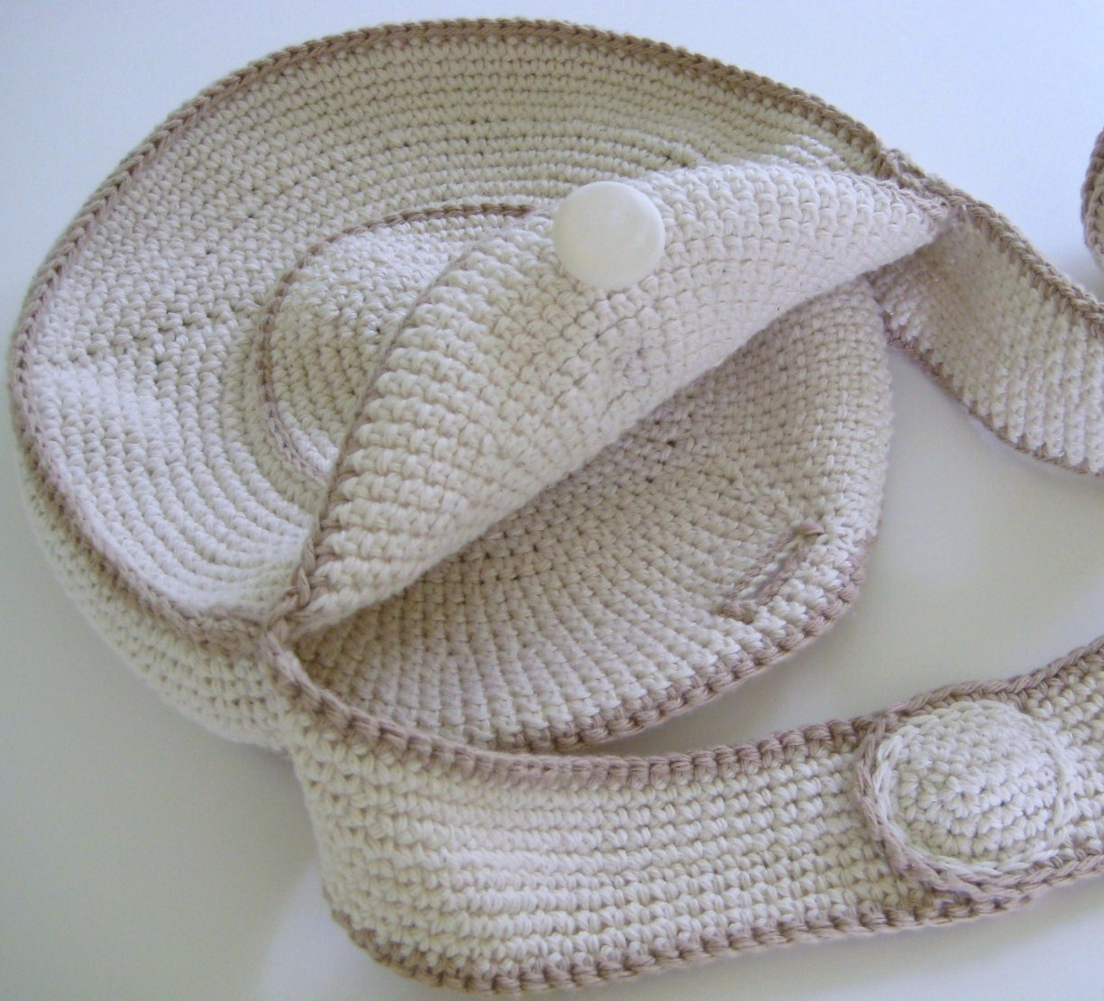 ... : Using My Stash of Finished Objects: My Crocheted Vintage Circle Bag
