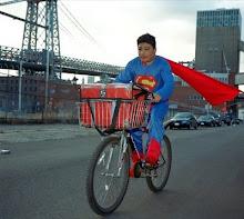 """Fotografía de la exposición: """"La verdadera historia de los superhéroes"""""""