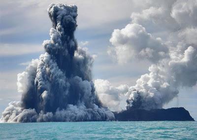 Undersea Tonga volcano erupts in Pacific ocean - 11Pics ... Pacific Ocean Underwater Volcanoes