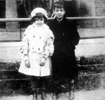 Jorge Luis Borges et sa soeur au zoo de Buenos Aires