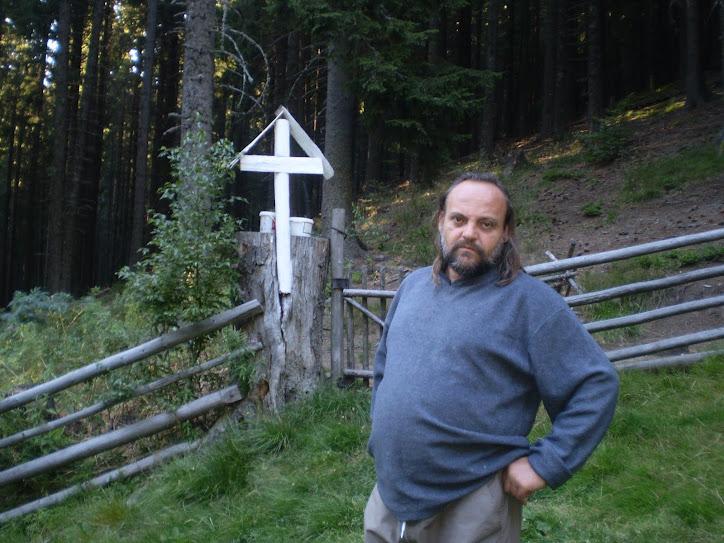 Crucea lui Dăncuş cu tot cu el în foto