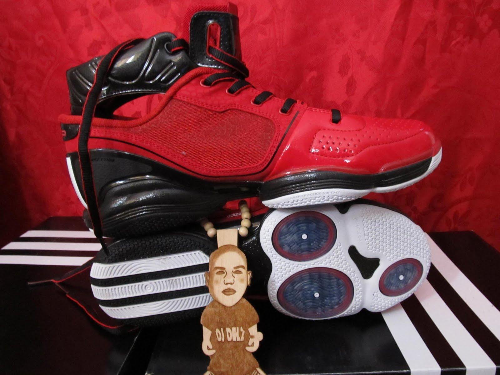 The sneaker addict adidas dwight howard beast commander for Commander rose