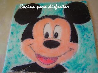 Pastel massini del Mickey Mouse en fondant pintado