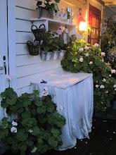Selvsnekret hylle og plantebord