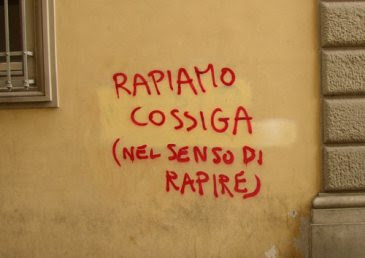 Annunci assurdi e scritte sui muri  Scritta_muro_cossiga_san_lorenzo_roma
