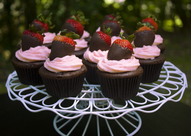 Erica's Sweet Tooth » Chocolate Covered Strawberry Cupcakes