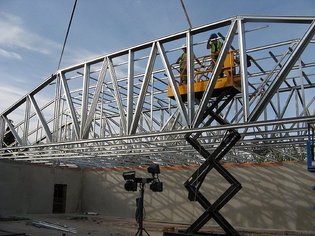 lynx trusses recently won a large order to supply steel roof trusses to a national supermarket chain for commercial roofing against strong competition - Metal Roof Trusses