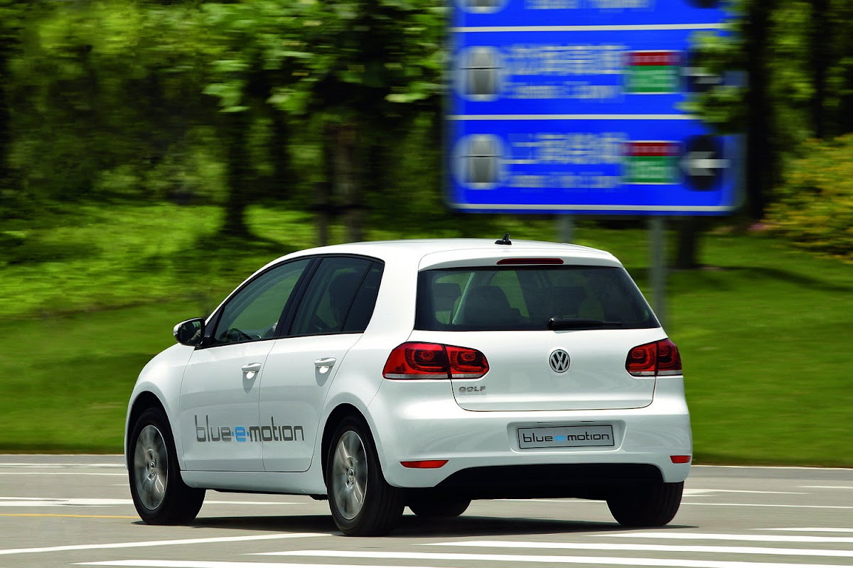 VW Golf Blue e-motion