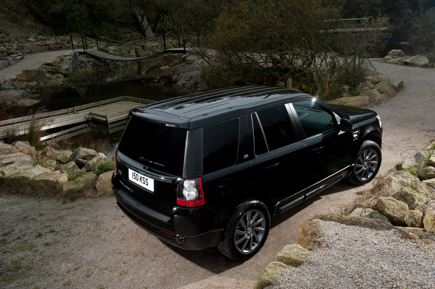 land rover announced the new freelander 2 sd4 sport. Black Bedroom Furniture Sets. Home Design Ideas