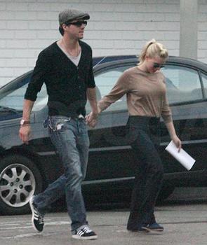 Ryan Reynolds Jeans on Esta Pareja De Actores Empez   Su Relaci  N Hace Unos Tres A  Os  Y
