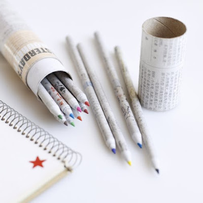 Lápis de cor feito de jornais
