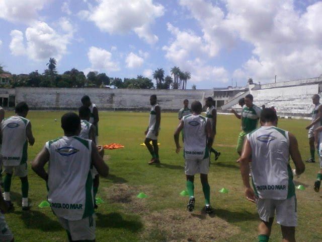 Jogadores participam de treinamento leve no final de semana