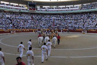 A la misma hora de la corrida sale la Borriquilla y quizás, juegue el Real Jaén.Así que será muy difícil ver una entrada como esta ese día en la Plaza de Jaén