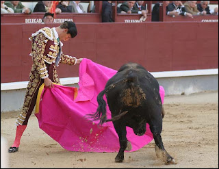 Salvador Fuentes toreando a la verónica el pasado domingo en Las Ventas