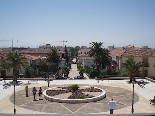 La Carolina vista desde el Palacio del Intendente Olavide,donde he pasado toda la semana.Se puede ver la Plaza del Palacio, la Calle Real,la Plaza del Ayuntamiento y al final el Paseo del Molino de Viento.