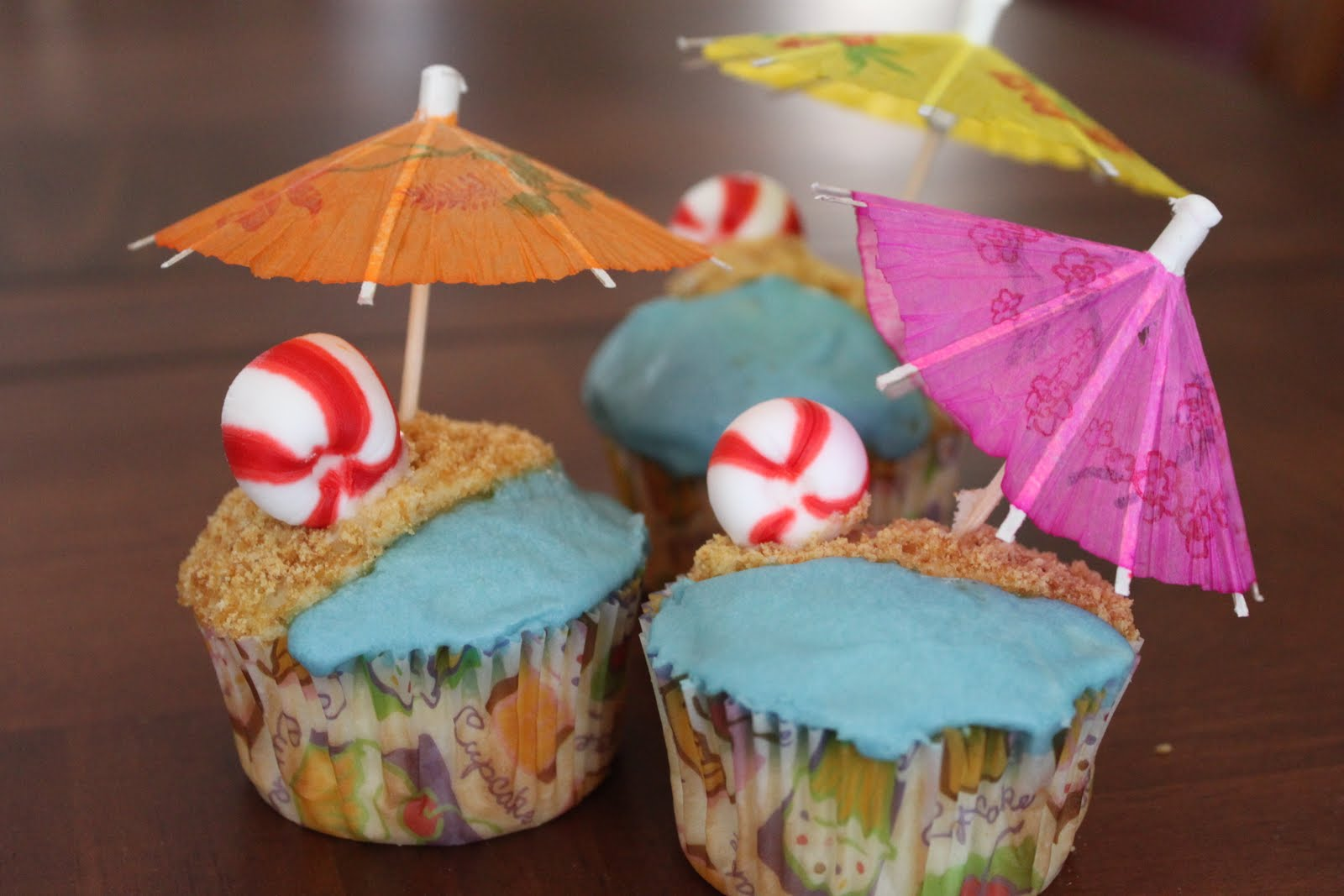 Summer Luau Cupcakes Cake Ideas and Designs