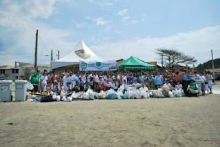 mobilização ecogalera ecosurfi itanhaem limpesa de praia