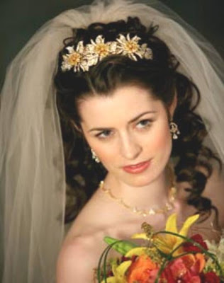 Debra Messing Hairstyles Hey, I think the tiara and the second hairstyle