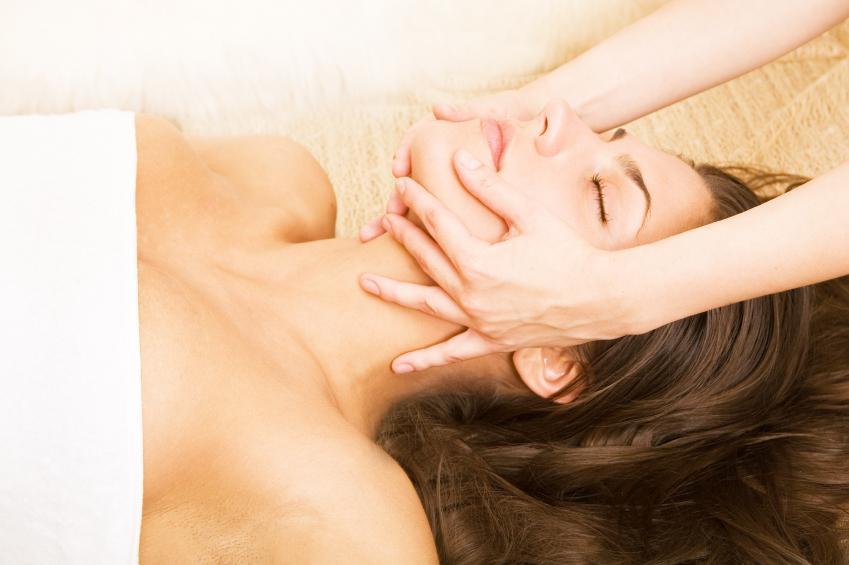144 с автор - заслуженный врач рсфср, имеющий большой практический опыт в области разработки лечебного массажа