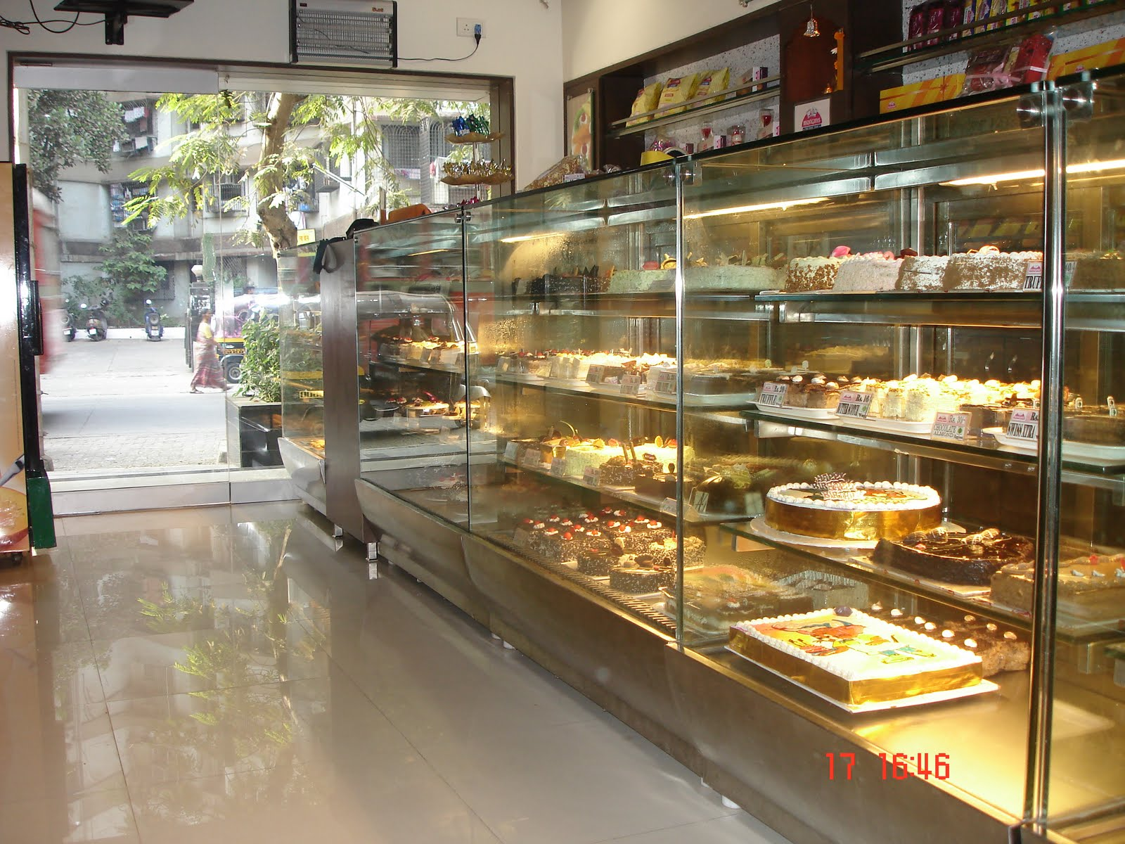 franchise cake shop World renowned bakery famous for classic american baked goods and desserts.