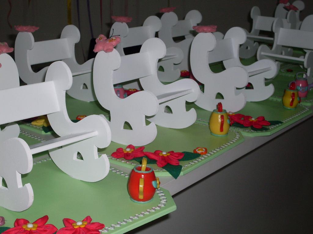 enfeite de mesa aniversario jardim encantado: enfeite de mesa para o aniversário de 1 ano da Alicia de Piraúba
