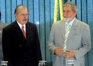 Lula pede a permanência de Sarney.