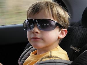 Victor con gafas