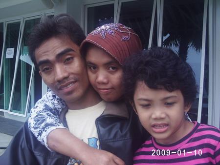 suami istri dan keponakan