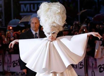 Lady Gaga Telephone Letra Traducida