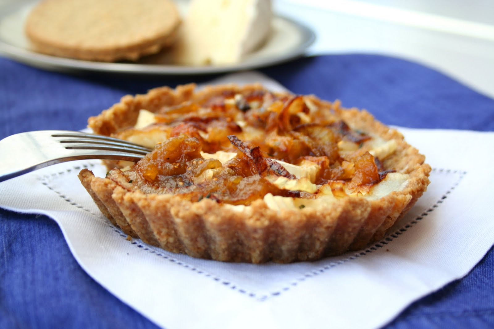 Brie and Caramelized Onion Tarts with Oatcake Crust | All Day I Dream ...