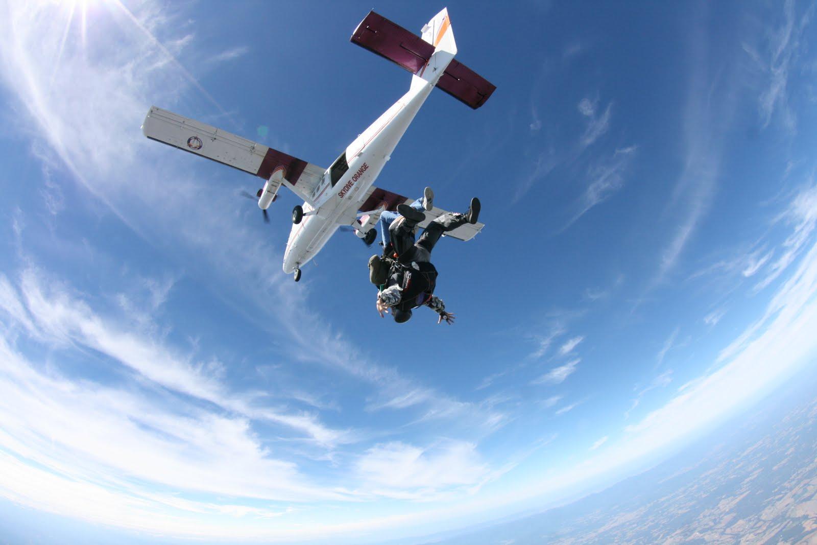 Почему в самолёте нет парашютов