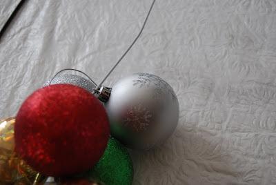 DIY Simple Christmas Ornament Wreath