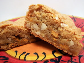 Maple Butterscotch Macadamia Nut Blondies Picture