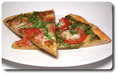 Culinary in the Desert: Fresh Mozzarella, Tomato and Pesto Pizza