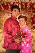 Jacky & Anne memperagakan pakaian pengantin Cina