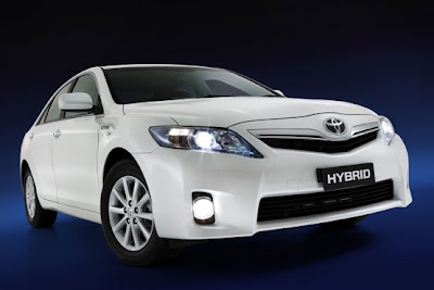 2010 Toyota Hybrid Camry First Look