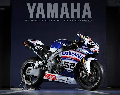 2010 Yamaha YZF 1000 R1 Superbike Side View