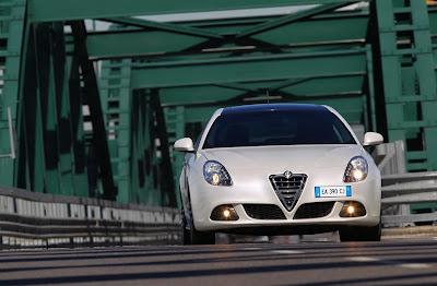 2011 Alfa Romeo Giulietta Front View