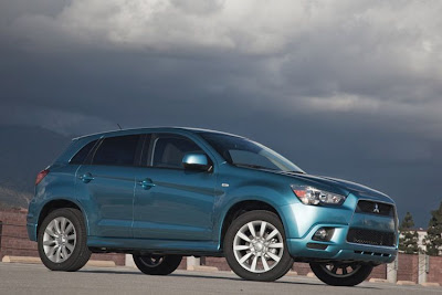 2011 Mitsubishi Outlander Sport Car Wallpaper