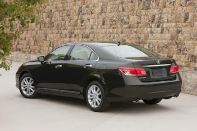 2010 Lexus ES 350 Rear Side View