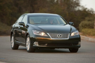 2010 Lexus ES 350 Front Side View