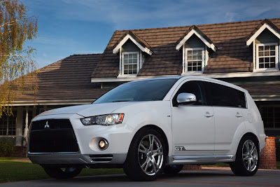 2010 Mitsubishi Outlander GT Wallpaper