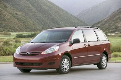 2011 Toyota Sienna Car Wallpaper