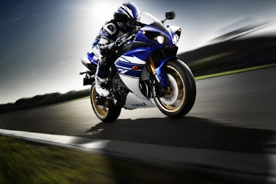 2010 Yamaha YZF-R1 in Action