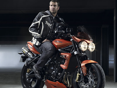 2010 Triumph Street Triple R First Look