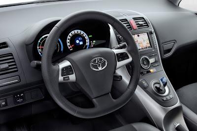 2011 Toyota Auris Hybrid Steering Wheel Image