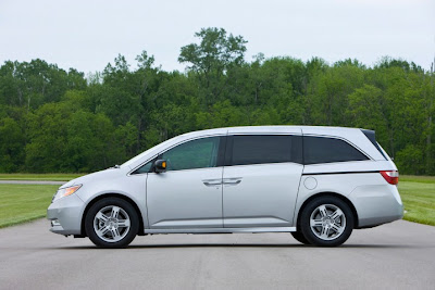 2011 Honda Odyssey Side View